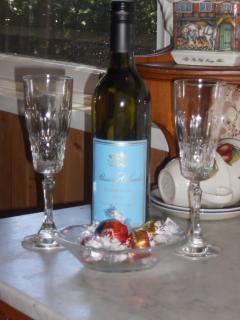 Complimentary breakfast&bottle of wine/ 3+ night direct bookings.