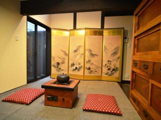 Central Kyoto family townhouse 5 minute Gojo subway station