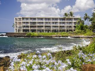 Kuhio Shores 303 Gorgeous Ocean front 1bd with Sunrise Views, Poipu