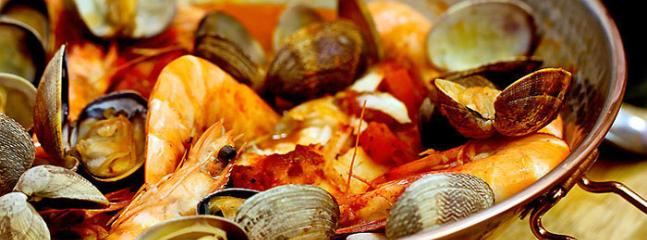 'Conquilhas à Algavia' A typical Portuguse meal made mostly of clams  with option to add shrimps....