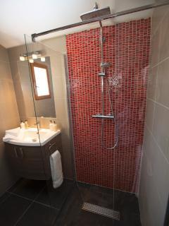 Nectarine shower room