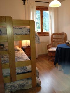 Habitación con litera (y colchón supletorio).