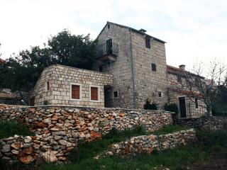 Villa Kastel, Zrnovo
