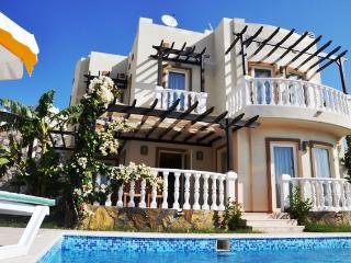 VILLA TURQUISE 4 BEDROOM VILLA WITH POOL