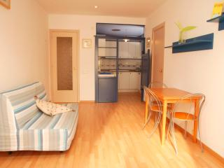 EVA: 1 Minute to Beach- Cozy & WIFI, Sitges