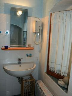 Camera Nonna bathroom
