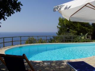 Peaceful sea views cottage/private terrace and garden/swimming pool