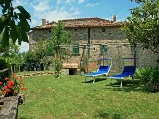 Fabulous house with indoor heated pool & wonderful garden, Montecastelli Pisano