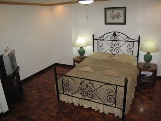 DeLuxe Suite Makati Ave (1005)