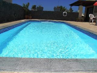 Faro Park luxury villa, private pool,wifi, June 8 to 15th L499 late availability