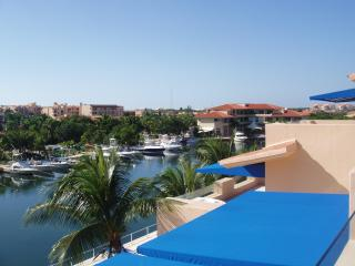 Beautiful condo in Puerto Aventuras