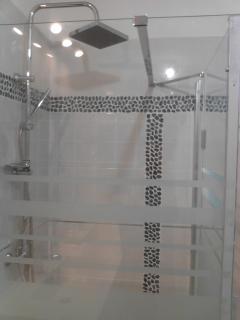 Une  clarté dans la salle de bain