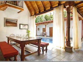 Casa Colonial de Langosta - Pool in your living room!