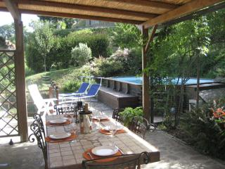 3 bedroom Tuscan villa in medieval village of Sillico with lovely private swimming pool and terrace, Pieve Fosciana