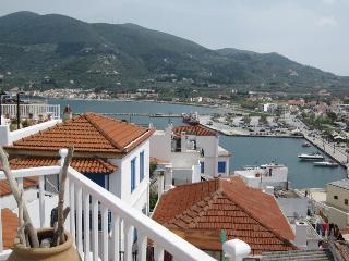 Green Shutters, Ciudad de Skopelos