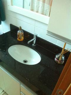 Banheiro com armário (suíte)