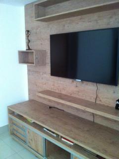 Televisão e aparador