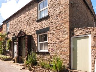 MYRTLE COTTAGE, pet-friendly, woodburner, character cottage near amenities in We