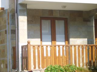 A glimpse of a chalet, showing the balcony, Aug 2008.