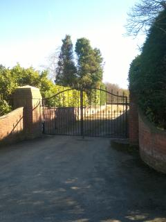 FLETCHERS HALL ENTRANCE AND DRIVE