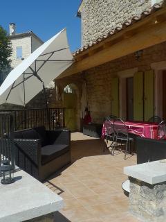Terrasse coté cuisine.Saint Restitut 26130