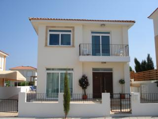 Holiday villa with swimming pool in Protaras-WIFI