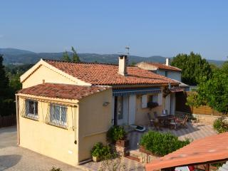 B&B Les Cigales, Superb Rental with a Hot Tub and Terrace, Salernes