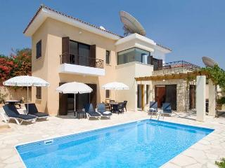 Villa Zivania, Tala. 3 Bed Villa with Private Pool just 500m from Village Square