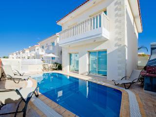 Protaras Deluxe Villa Dekatria