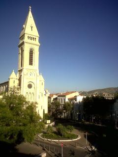 Place de l'Eglise, vue de l'appartement, métro à 30 m.