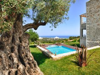 Villa Armonia, Sea Views & Priv. Pool & Children Toys & BBQ area, 3.5km to beach