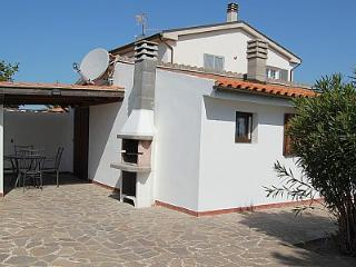 1 bedroom Villa with Pool, Air Con and Walk to Shops - 5228885
