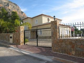 Villa entrance via electric gates