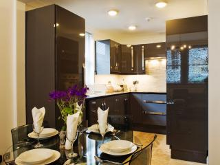 Enjoy preparing a meal in the fully equipped modern kitchen