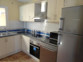 BRAND NEW KITCHEN ALL MOD CONS, OVEN, DISHWASHER, WASHING MACHINE,