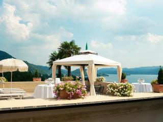 L'Antica Colonia: large Villa for groups, families, events with stunning view, Crabbia