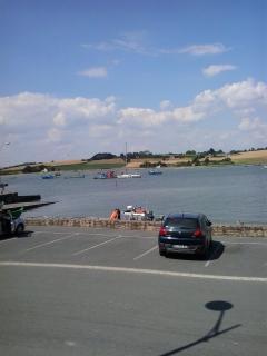parking sur le port face à l'appartement