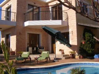 Villa Julieann, Inia