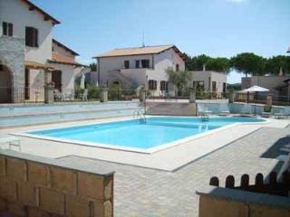 Appartamento trilocale,piscina, 800 m dal mare