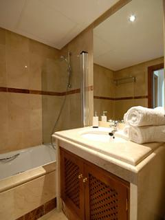 Luxuriously fitted bathroom with powerful shower!