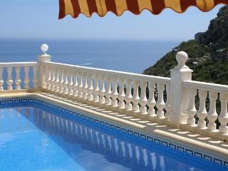 Casa Windlenook: Stunning 5 Star Villa, Superb Sea & Mountain views, Heated Pool