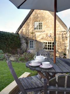 anyone for tea in the garden!