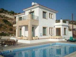 Villa 2217-Πόλις, Peristerona