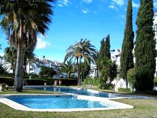 Aldea Blanca, Puerto Banus