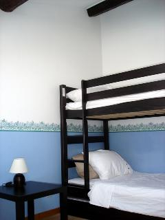 Bunks with hidden drawer bed