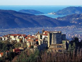 Tra mare e monti Toscana, Fosdinovo