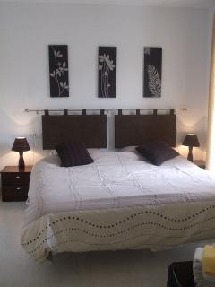 Master bedroom with en suite & balcony overlooking golf course