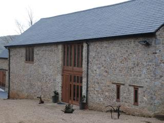 Milking Parlour sleeps 16 with hot tub, Kilmington