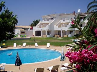 Ideal for families, sea views, quiet location, Luz