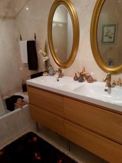 Full ensuite bathroom of the Master bedroom